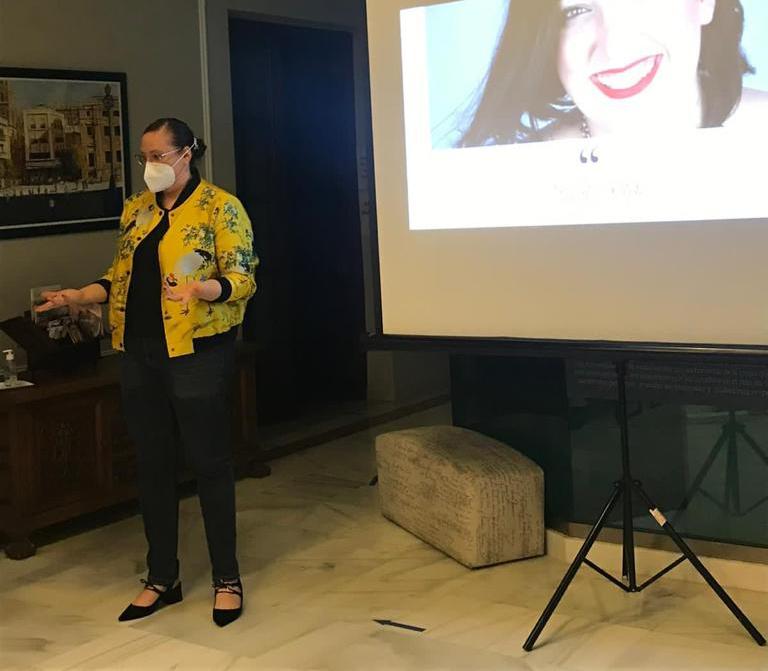 Paloma Silla hablando de Comunicación No Verbal