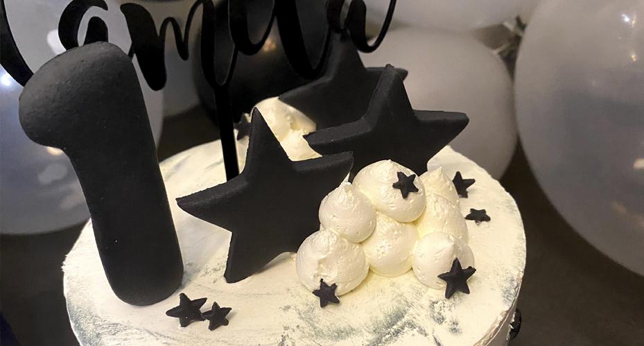 Tarta cumple mellizos en blanco y negro Aquarela Cakes Kids Destáca-te