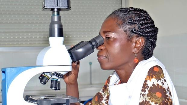 Duni Sawadogo Premio Harambee 2021 promocion e igualdad de la mujer africana