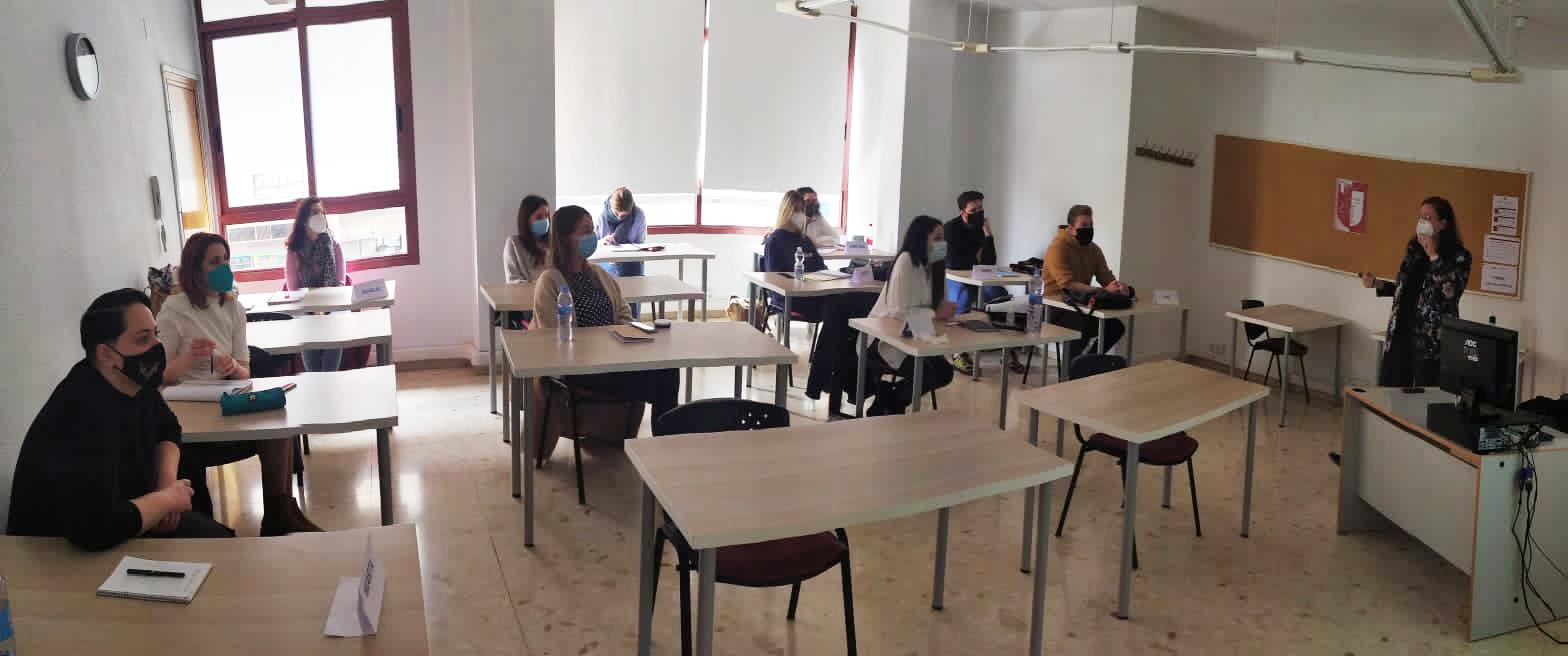 Escuela Internacional de Protocolo Valencia EIP Protocolo Social Paloma Silla Destáca-te Marca Personal Etiqueta Imagen Comunicación No Verbal